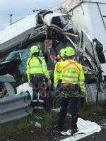 RIVOLI-COLLEGNO - Doppio incidente in tangenziale: auto contro guardrail e tir su una scarpata - immagine 5