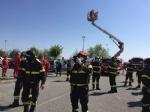 RIVOLI - Il «grazie» di Comune, forze dellordine, associazioni e pompieri al personale sanitario - FOTO E VIDEO - immagine 5
