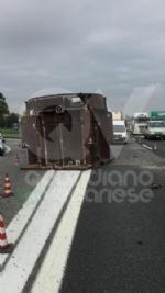 RIVOLI - Tir perde una turbina del peso di 250 quintali lungo la tangenziale: traffico in tilt - immagine 5