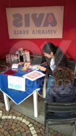 VENARIA - Successo per la «Castagnata» dellAvis in piazza Pettiti - immagine 5