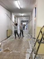 """VENARIA - Corridoi ridipinti allArti e Mestieri di via Amati grazie a """"Bricolage del Cuore"""" - immagine 5"""