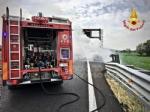BORGARO - Paura sul raccordo Torino-Caselle: Mini Cooper prende fuoco allimprovviso - immagine 5
