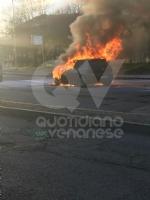 VENARIA - Auto va a fuoco in corso Papa Giovanni XXIII: illeso il conducente - immagine 5