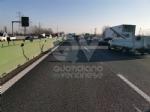 COLLEGNO - Si ribalta con la 500 in tangenziale: ferito 23enne di Collegno - immagine 5
