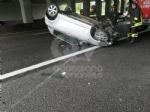 CAOS IN TANGENZIALE - Raffica di incidenti: due auto ribaltate e tre feriti - immagine 5