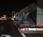 RIVOLI - Scontro tra due tir in tangenziale: un autotrasportatore finisce in ospedale - immagine 5
