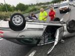 CAOS IN TANGENZIALE - Raffica di incidenti: due auto ribaltate e tre feriti - immagine 11