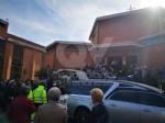 RIVOLI - Laddio a Massimiliano Pirrazzo: una folla commossa in chiesa per lultimo saluto - FOTO - immagine 5