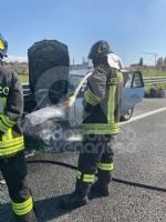 TORINO-VENARIA - Auto prende fuoco mentre é in marcia in tangenziale: famiglia ne esce indenne - immagine 5