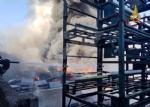 INCENDIO A SETTIMO - A fuoco una ditta, colonna di fumo visibile anche dalla tangenziale FOTO - immagine 16