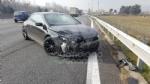 CASELLE-BORGARO - Paura in tangenziale: scontro fra due auto, una finisce fuori strada. Due feriti - immagine 5