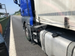 COLLEGNO - Incidente in tangenziale: tre veicoli coinvolti, unauto ribaltata e quattro feriti - immagine 5