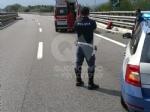 RIVOLI - Perde il controllo dello scooter e finisce contro il guard-rail e poi a terra: ferito - immagine 5