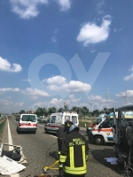 DELIRIO IN TANGENZIALE - Scontro fra due autocarri: un uomo incastrato, traffico bloccato - immagine 5