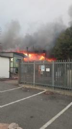 BORGARO - Incendio in azienda: colonna di fumo e aria irrespirabile - FOTO - immagine 5