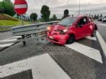 RIVOLI-COLLEGNO - Doppio incidente in tangenziale: auto contro guardrail e tir su una scarpata - immagine 6