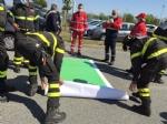 RIVOLI - Il «grazie» di Comune, forze dellordine, associazioni e pompieri al personale sanitario - FOTO E VIDEO - immagine 6