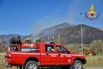 VAL DELLA TORRE - Incendio boschivo: la situazione è in miglioramento. In azione lelicottero - immagine 6