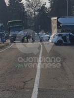 VENARIA - Scontro taxi-camion lungo la provinciale: un ferito FOTO - immagine 6