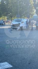 TORINO-VENARIA - Incidente allincrocio fra strada Altessano e corso Garibaldi: un ferito - FOTO - immagine 6