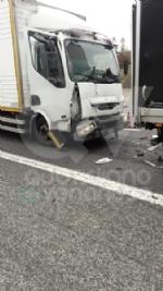 RIVOLI - Caos in tangenziale dopo il tamponamento fra tre mezzi: una persona ferita - immagine 6