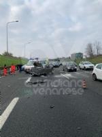VENARIA - Pauroso incidente: auto finisce contro i jersey in cemento, ferito venariese del 98 - immagine 6