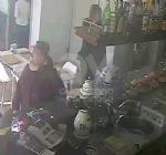 BORGARO - Ladre di mance al Bar Agorà: le immagini postate su Facebook - immagine 6
