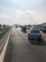 COLLEGNO - Doppio incidente in tangenziale: auto ribaltata, traffico in tilt. - immagine 6