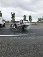 CAOS IN TANGENZIALE - Raffica di incidenti: due auto ribaltate e tre feriti - immagine 12