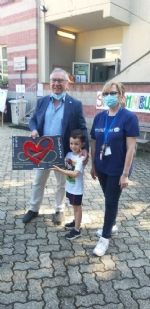COLLEGNO-GRUGLIASCO - I bambini dei centri estivi hanno ringraziato i medici dellAsl To3 - FOTO - immagine 6