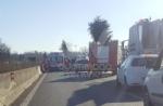 INCIDENTE SULLA TORINO-CASELLE - Camion si ribalta: tre feriti, caos e code sul raccordo - FOTO - immagine 6