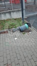 BORGARO - Idioti in azione: divelti i cestini, in frantumi una fermata del bus - immagine 6