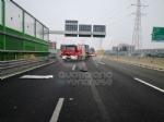 RIVOLI - Incidente in tangenziale: ferito autotrasportatore. Caos e lunghe code - FOTO - immagine 6