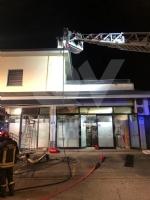 ALPIGNANO - A fuoco il tetto della panetteria di via Garibaldi: ingenti i danni - immagine 6
