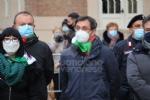 COLLEGNO - I funerali di Ottorino Cirella: rose rosse e un drappo granata sulla bara - FOTO - immagine 6