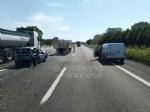 CAOS IN TANGENZIALE - Scontro fra auto, furgone e camion: tre feriti e code chilometriche - immagine 6