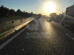 TORINO-VENARIA - Perde il controllo del mezzo pesante e danneggia i jersey in cemento in tangenziale - immagine 6