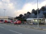 BORGARO - Incendio in azienda: colonna di fumo e aria irrespirabile - FOTO - immagine 6