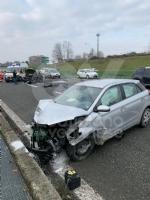 VENARIA - Pauroso incidente: auto finisce contro i jersey in cemento, ferito venariese del 98 - immagine 7
