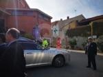 RIVOLI - Laddio a Massimiliano Pirrazzo: una folla commossa in chiesa per lultimo saluto - FOTO - immagine 7