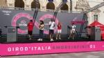 GIRO DITALIA A VENARIA - Grande folla per la carovana del Giro - FOTO - immagine 7