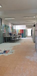 COLLEGNO - Idioti scaricano acqua ed estintori nelle aule della scuola: danni alla Gramsci - FOTO - immagine 7
