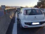INCIDENTE SULLA TORINO-CASELLE - Camion si ribalta: tre feriti, caos e code sul raccordo - FOTO - immagine 7