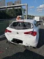 COLLEGNO - Maxi tamponamento in tangenziale : cinque mezzi coinvolti, un ferito - immagine 7