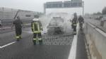 RIVOLI - Auto a gpl a fuoco mentre è in marcia in tangenziale: conducente salvo per miracolo - immagine 7
