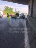 COLLEGNO - Incidente in tangenziale: tre veicoli coinvolti, unauto ribaltata e quattro feriti - immagine 7