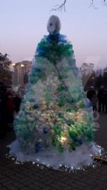 VENARIA - Alla Romero ecco lalbero creativo: realizzato con le bottiglie di plastica vuote - immagine 7