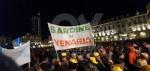 VENARIA - Tante «sardine» venariesi alla manifestazione di questa sera in piazza Castello - immagine 8