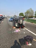 COLLEGNO - Doppio incidente in tangenziale: auto ribaltata, traffico in tilt. - immagine 8