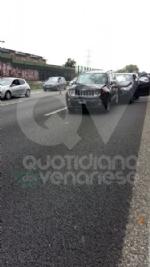 PIANEZZA-COLLEGNO - Maxi tamponamento in tangenziale: cinque auto coinvolte, un ferito - immagine 8
